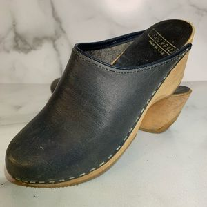 Vintage Skandals Green Leather Clogs 6